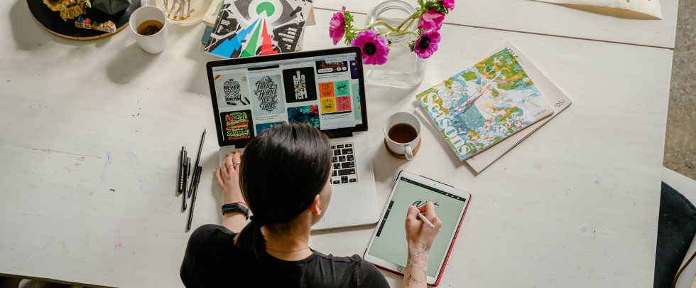 how to stand out as a graphic designer